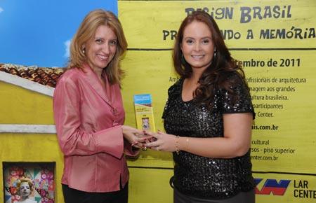 A jovem arquiteta Danyela Correa na premiaçao Jovens Profissionais 2011